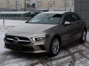 Mercedes-Benz A200 спереди