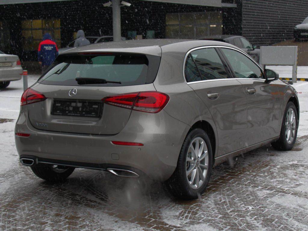 Mercedes-Benz A200 сзади