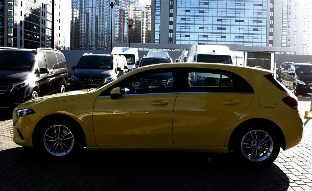 Mercedes-Benz A200 сбоку