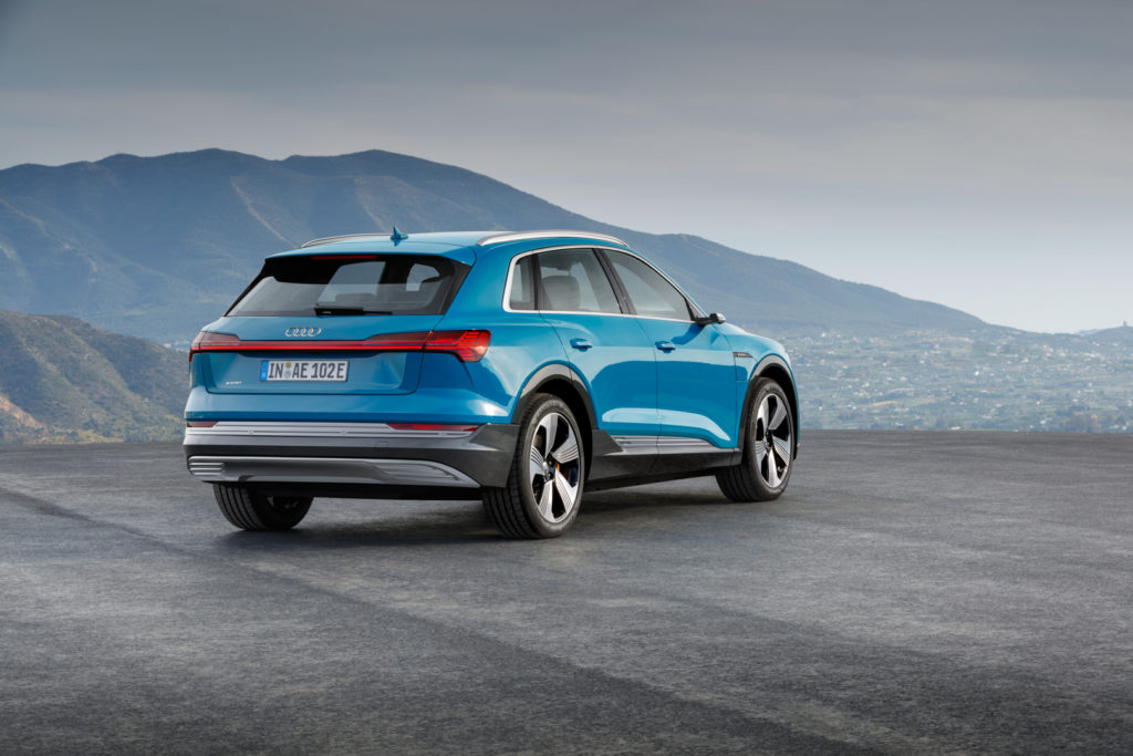 Audi e-tron зад