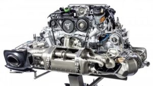 Двигатель Porsche 911 со спортивным выхлопом