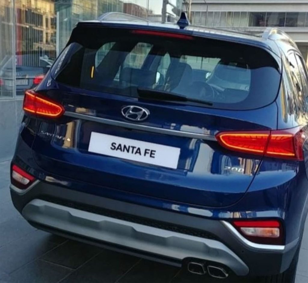 Hyundai Santa Fe зад
