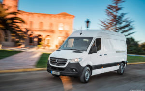 Mercedes-Benz Sprinter перед