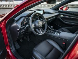 Mazda 3 место водителя
