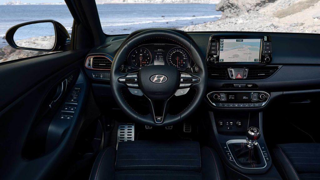 Hyundai i30 N место водителя