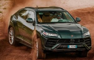 Lamborghini Urus спереди