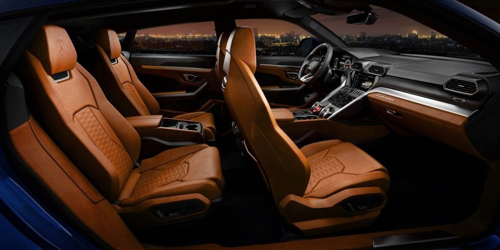 Lamborghini Urus компоновка салона