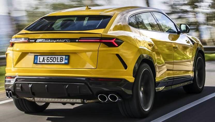 Lamborghini Urus сзади