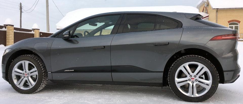 Jaguar I-Pace сбоку
