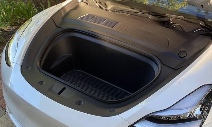 передний багажник model y